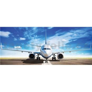 Vliesové fototapety letadlo Boeing na runwayi rozměr 250 cm x 104 cm
