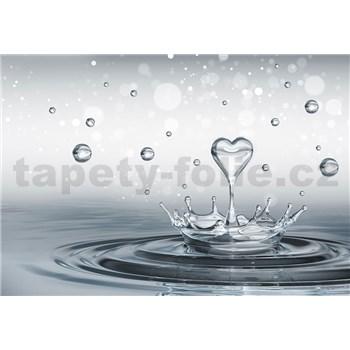 Vliesové fototapety srdce s kapkami vody rozměr 416 cm x 254 cm