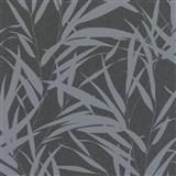 Vliesové tapety na zeď Ella bambusové listy stříbrné na černé textilní struktuře
