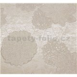 Vliesová tapeta Estelle květy bílé na světle hnědém podkladu
