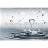 Vliesové fototapety srdce a kapkami vody rozměr 416 cm x 254 cm